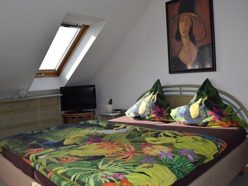 1-Zimmerferienwohnung, 36qm mit 1 Wohn-/Schlafraum und Balkon für max. 2 Persone, vacation rental in Stockach