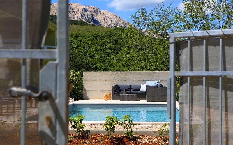 Ferienwohnung 'Meerhaus' mit Pool, vacation rental in Batomalj
