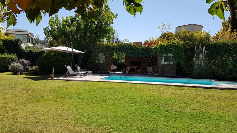 Beautiful house in Chacras wine country. Swimming  pool., holiday rental in Lujan de Cuyo