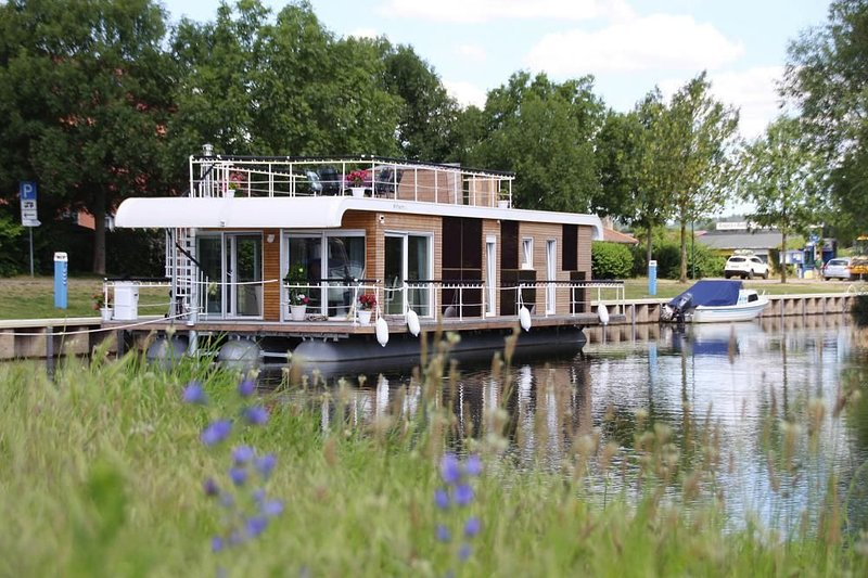 Hausboot auf der Peene, Malchin, holiday rental in Reuterstadt Stavenhagen