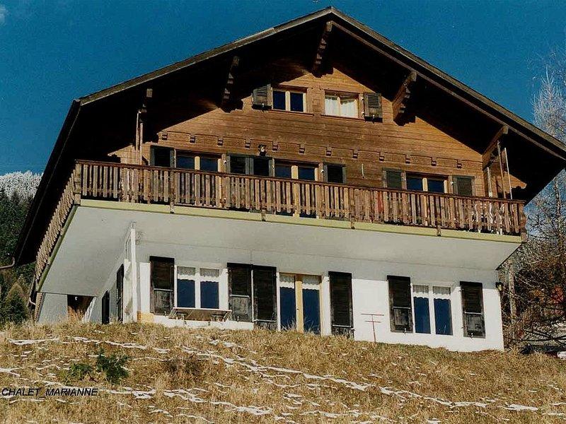 Chalet an sonniger Lage mit grossartiger Aussicht auf die Berge, casa vacanza a Fiesch in Vallese