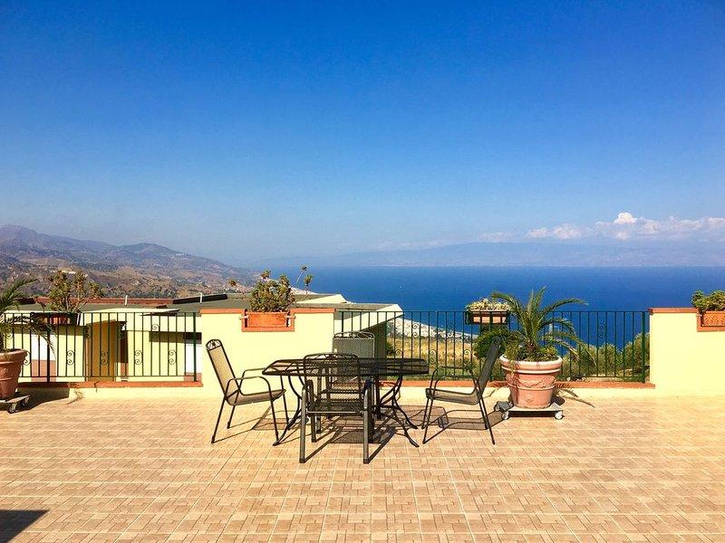 gemütliche Wohnung mit Balkon in Forza D'Agrò, alquiler vacacional en Forza d'Agro