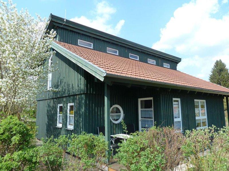 Ferienhaus Waldmünchen Tb1 50qm bis 4Pers (18b) WLAN und Erlebnisbadnutzung inkl, holiday rental in Treffelstein