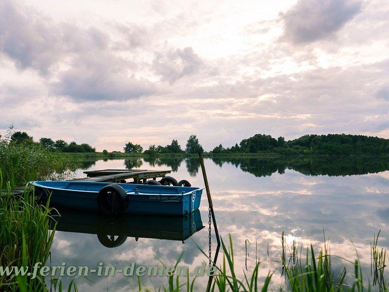 Ferienwohnung mit Dachterrasse mit idylischem Blick auf den Dorfsee, aluguéis de temporada em Parchim