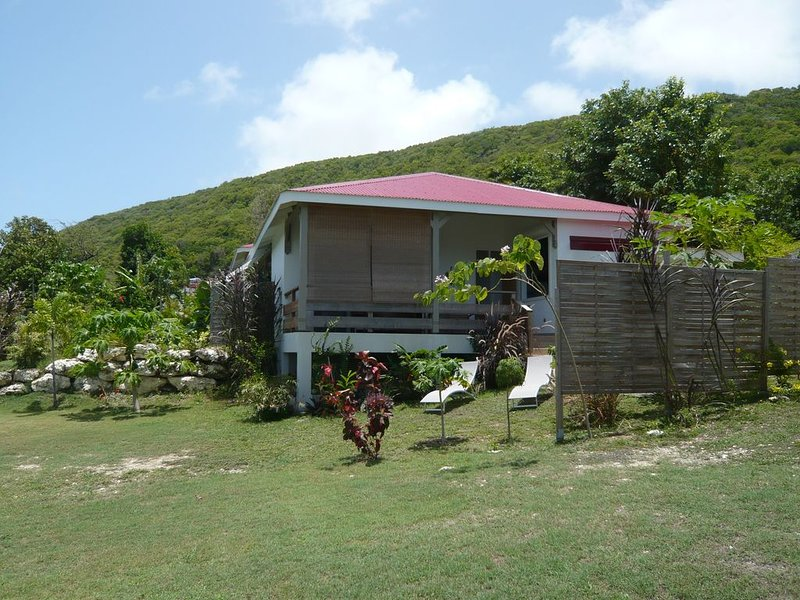 villa MANGO  tout confort avec petite vue mer, holiday rental in Marie-Galante