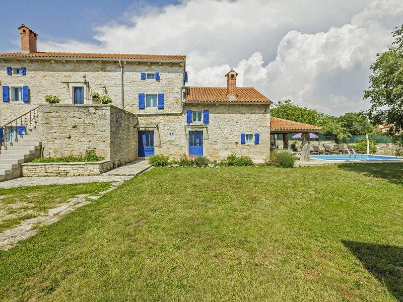 Ferienhaus Kutić * ruhige Lage, großer Garten, privater Pool, WLAN, location de vacances à Stokovci