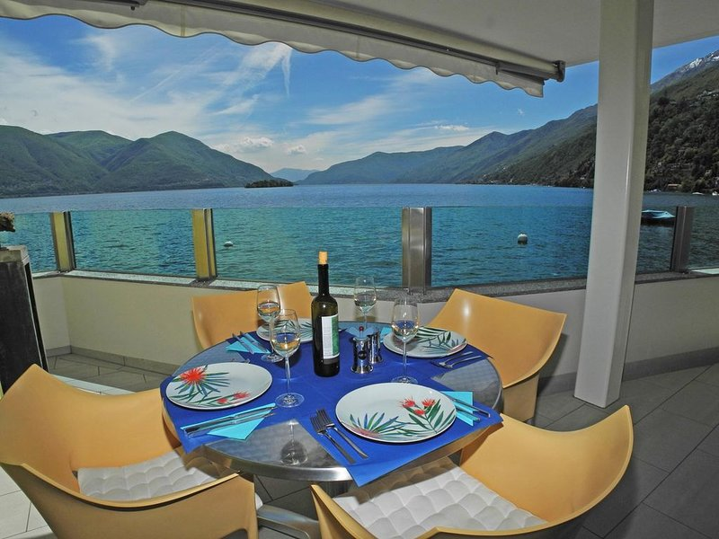 Diese stilvolle 3,5-Zimmer Wohnung befindet sich in der Residenz Acapulco in Por, casa vacanza a Lago Maggiore