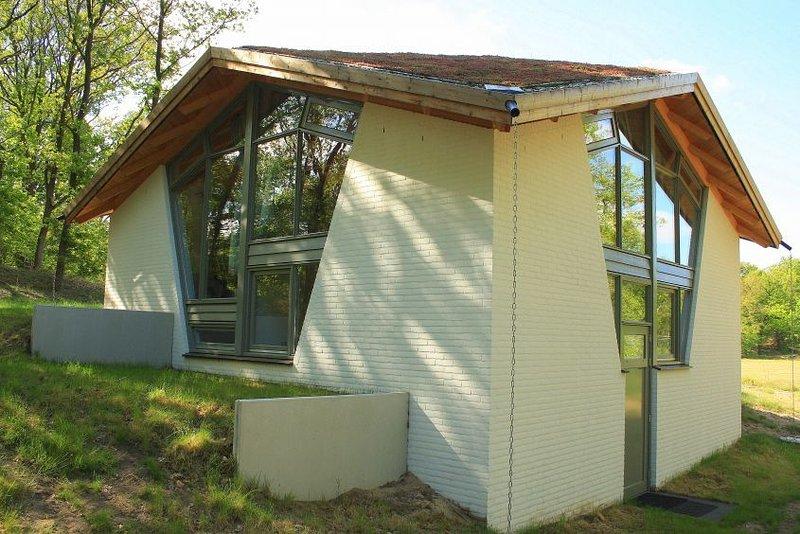 Bungalow mit 4 Schlafzimmern, 3 Badezimmern und Infrarotsauna, vacation rental in Herpen