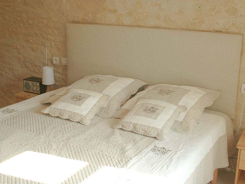 Ecolieu Gite de 60m2, tranquille et proche des plages, jardin et terrasse, vacation rental in La Jarrie