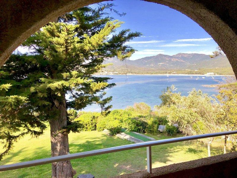 Appartement vue mer et montagnes, à l'étage, location de vacances à Calcatoggio