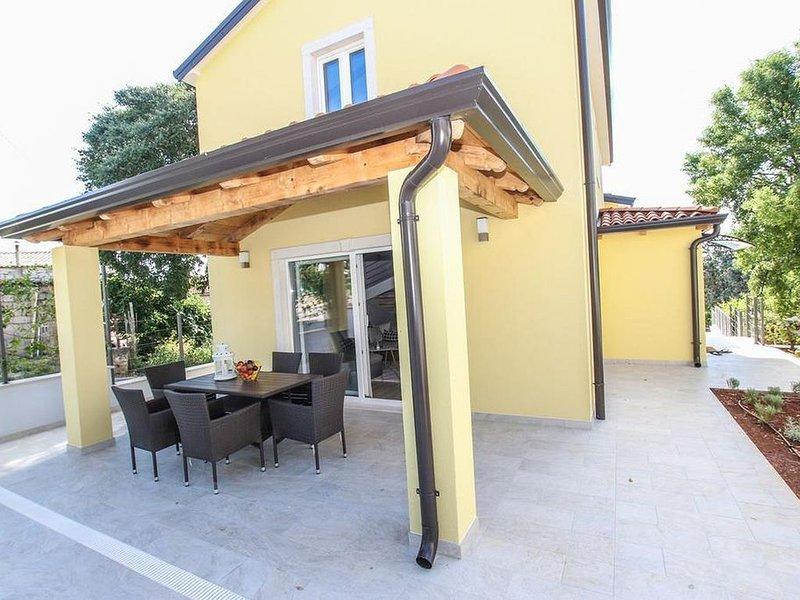 modernes Ferienhaus mit Pool für bis zu 8 Personen, vacation rental in Porec