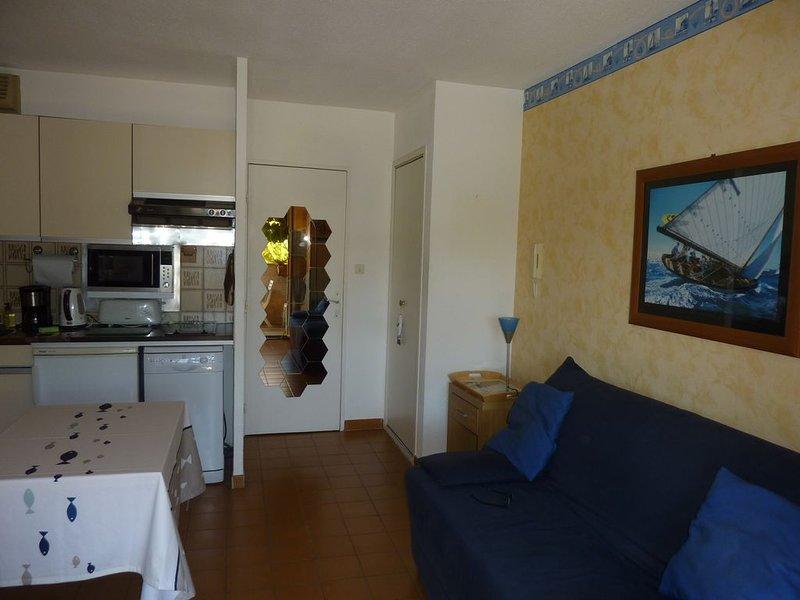 Studio dans résidence très calme à 100 mètres de la mer., vacation rental in Saint-Mandrier-sur-Mer
