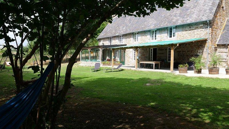 Gîte en campagne sur terrain idéal spacieux, bien équipé pour des soirées, location de vacances à Vassy