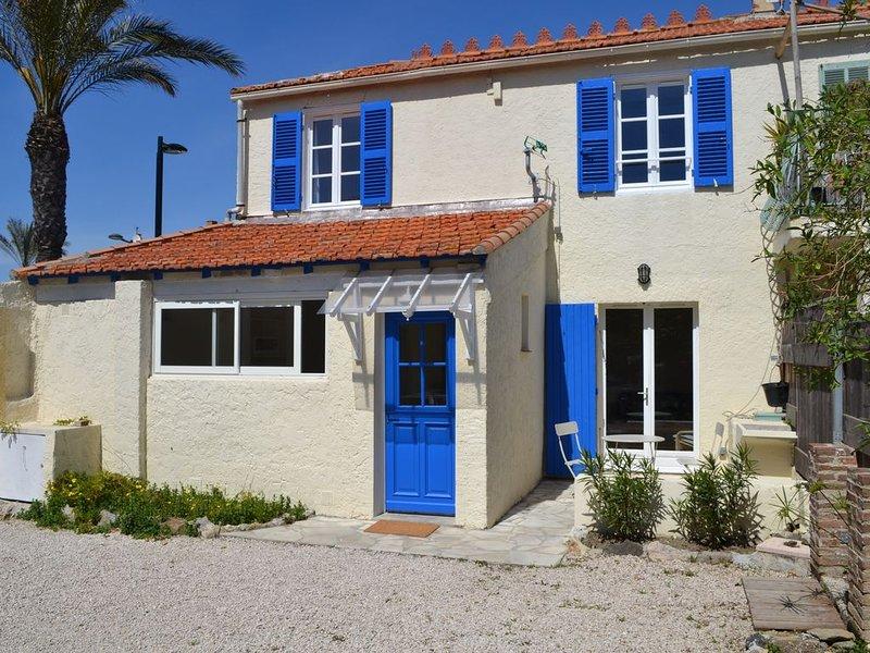 Maison de pêcheur sur le port du Brusc, holiday rental in Six-Fours-les-Plages