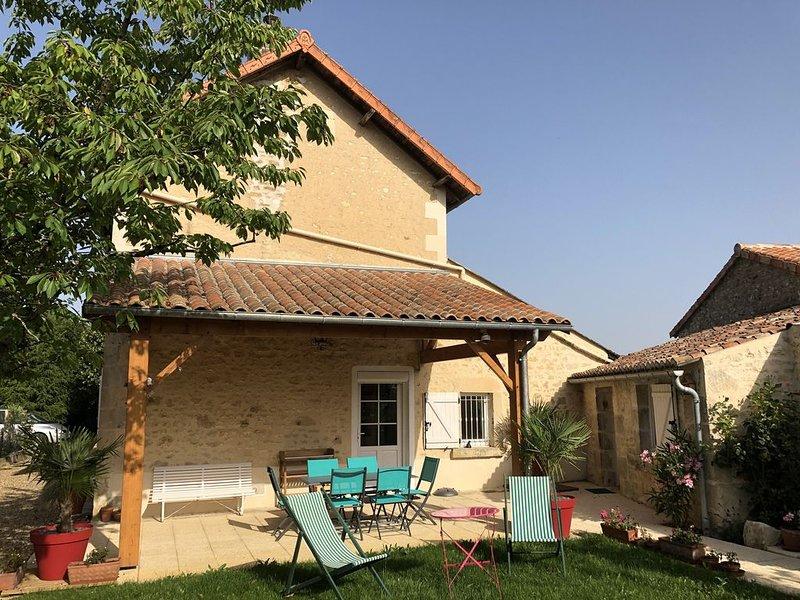 GITE DE CHARME 3 Etoiles, 6 couchages près du Futuroscope, Vienne, LAVOUX FRANCE, vacation rental in Chauvigny