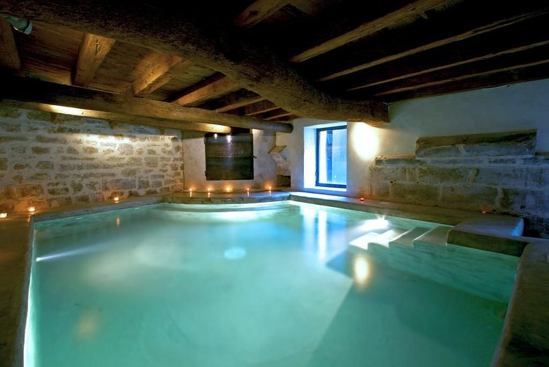 Gite de charme avec piscine intérieure chauffée, proche d'Avignon / Provence, location de vacances à Barbentane