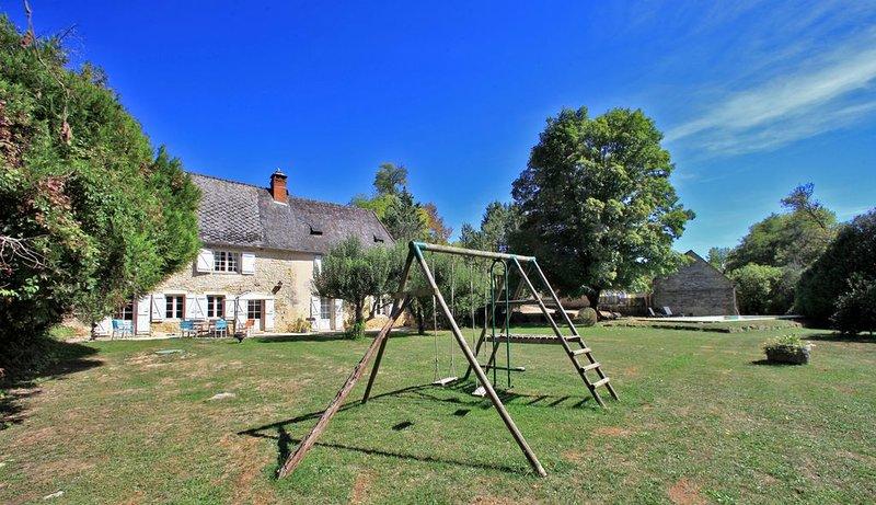 Charmante Maison en Pierres entre Sarlat et Montignac Lascaux IV, holiday rental in La Cassagne