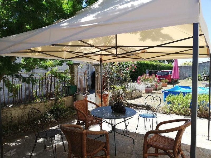 Petit village au milieu des vignes, proche de l'estuaire de la Gironde, holiday rental in Saint Romain sur Gironde