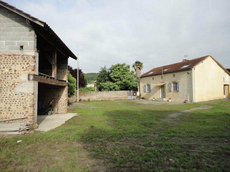 GÎTE   LES     PYRENEALES     dans le madiranais  - 65700 LASCAZERES, holiday rental in Vic-en-Bigorre