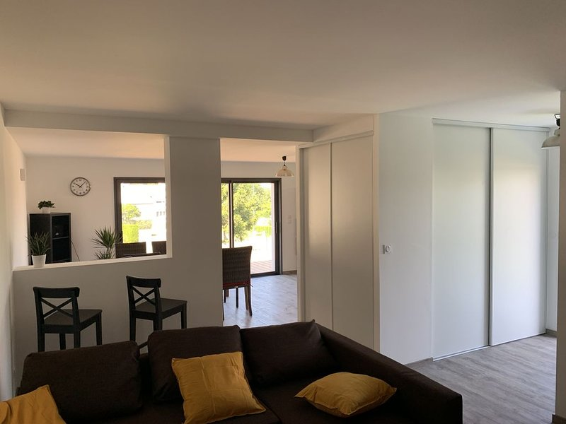 Appartement 76m2 centre bourg, proche plage, holiday rental in Muzillac