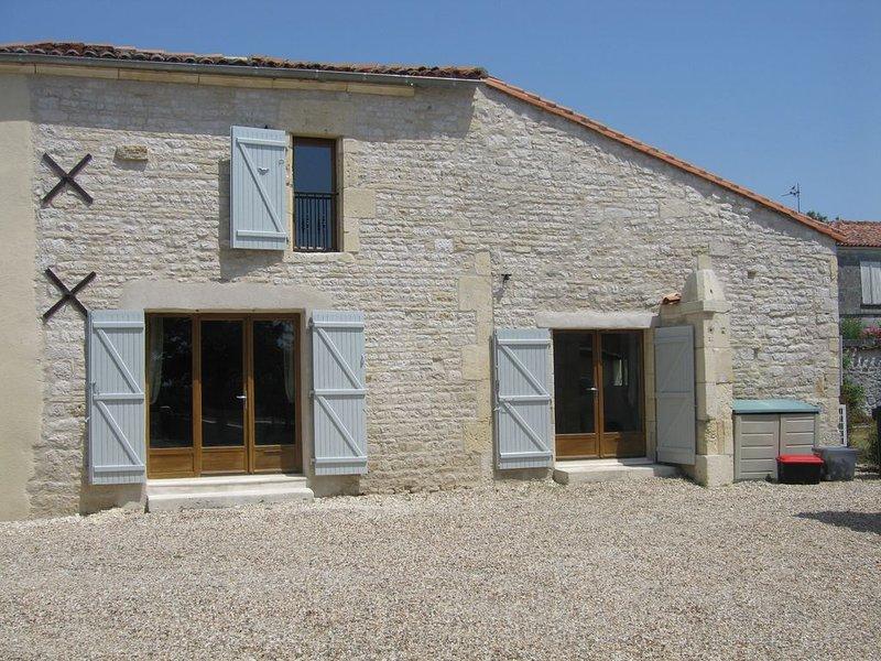 Gite pour 6 personnes, vacation rental in Vaux-Rouillac