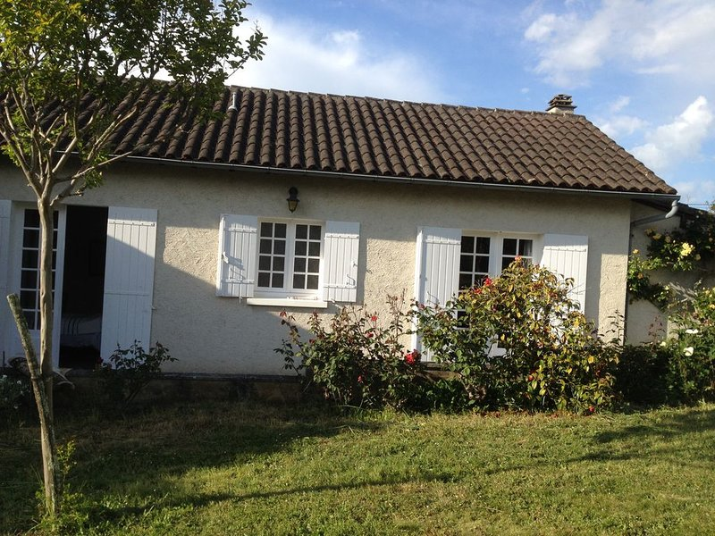 EN PERIGORD BLANC: RIBERACOIS MAISON DE CAMPAGNE 3 CH, holiday rental in Saint-Victor