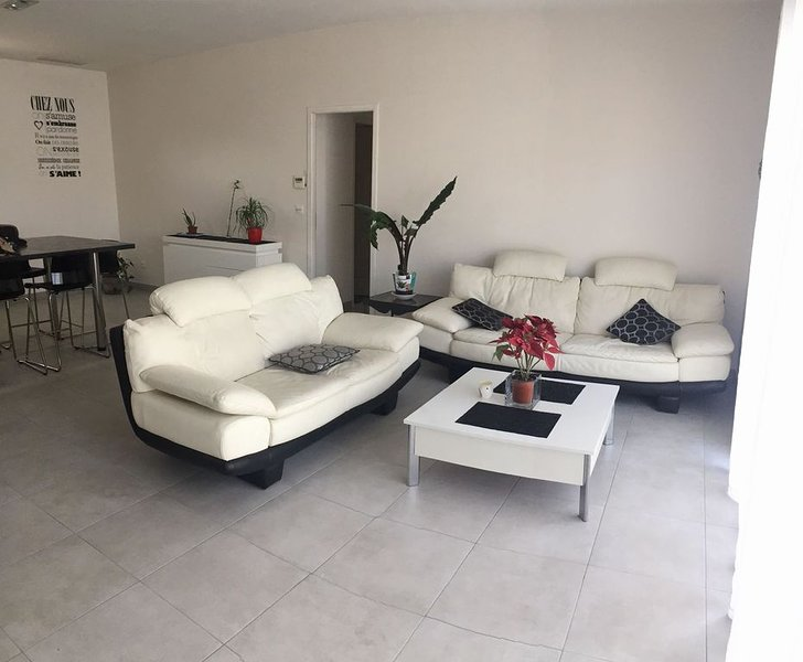 LOCATION VILLA WEEK END ET VACANCES SCOLAIRES 2019 PROCHE MONTPELLIER, holiday rental in Mireval