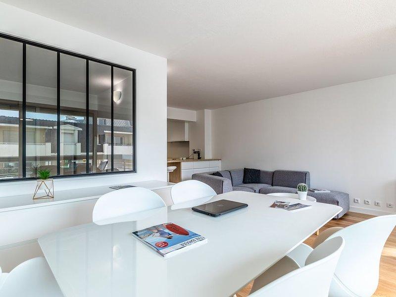 Appartement design Biarritz Grande Plage - Résidence avec Piscine, vacation rental in Biarritz