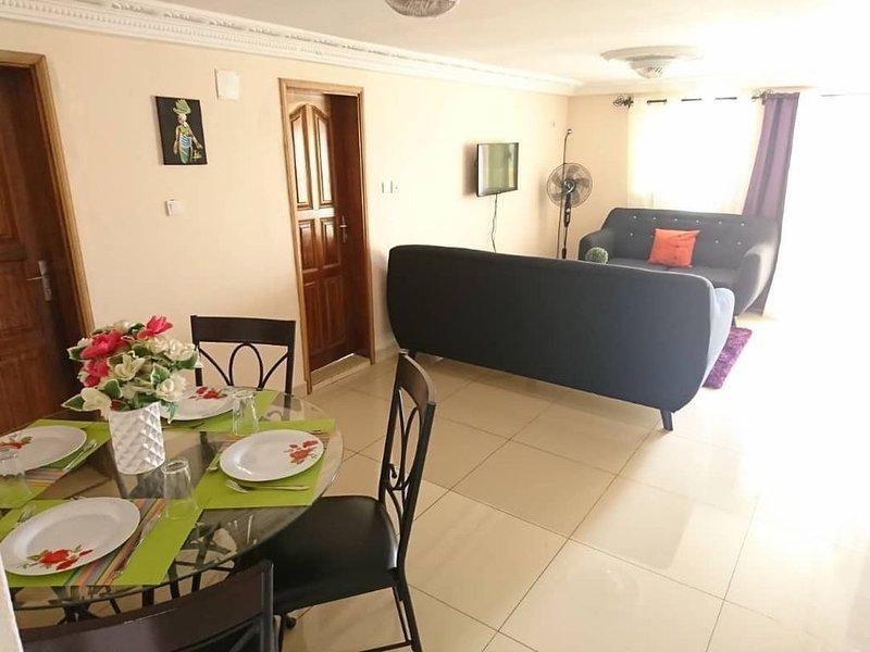Appartement meublé 3 pièces, alquiler de vacaciones en Yaounde