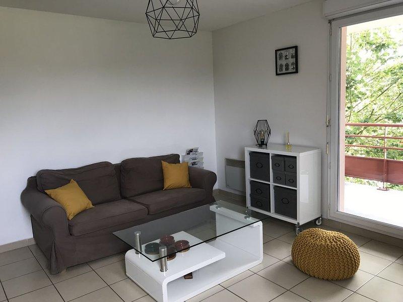 Appartement au milieu des lacs, au bord du Guiers, holiday rental in Les Avenieres