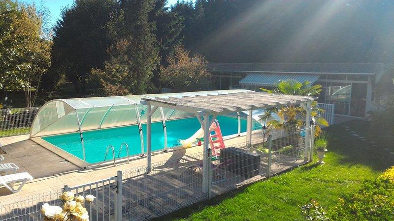 DOMAINE DES CYPRES PISCINE  BOULODROME etc...., holiday rental in Lamonzie-Saint-Martin