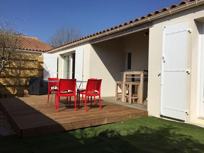 Maison T2 équipée + jardin, semaine,mois,WE, holiday rental in l'Houmeau