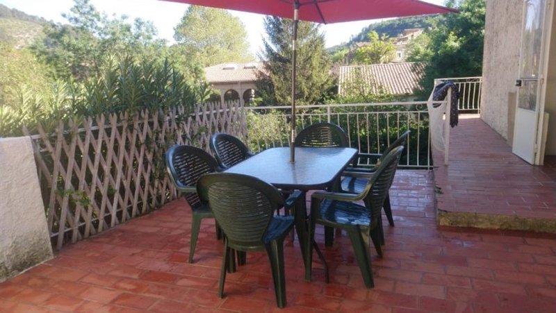 Appartement dans village provencal, holiday rental in Belgentier