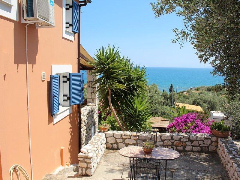 Traumhafte Lage: ruhig und idyllisch über dem Meer - Ferienhaus Lakonia, Pelopon, holiday rental in Laconia Region