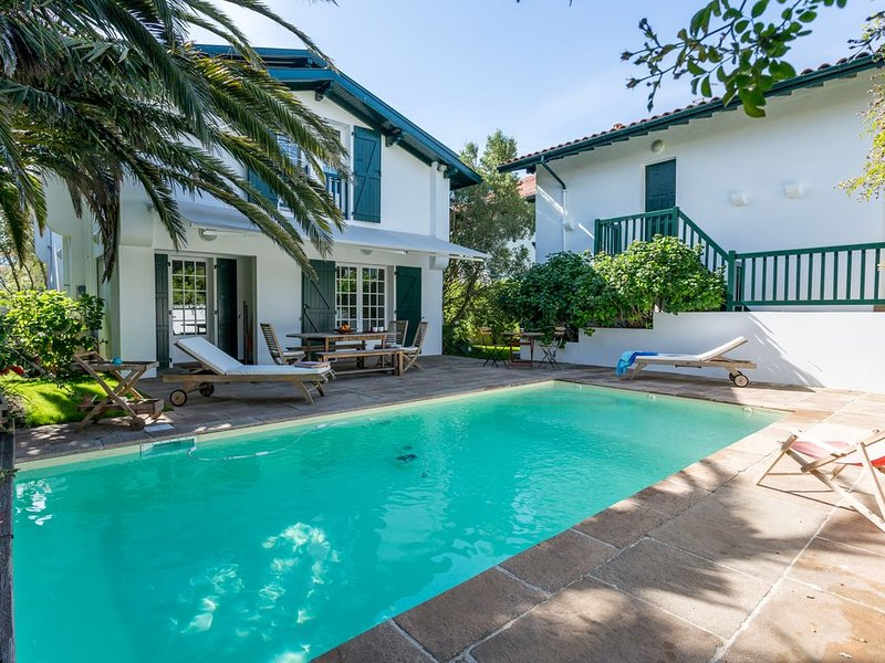 BIARRITZ Villa avec dépendance / proche océan / phare / St Charles / 14 pers, vacation rental in Biarritz