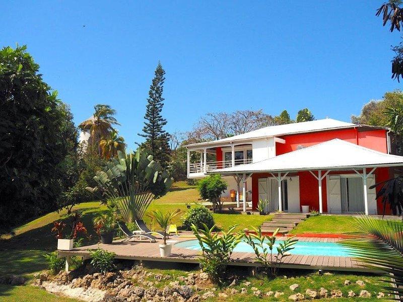La Villa Rouge, sur une magnifique propriété arborée, holiday rental in Le Gosier