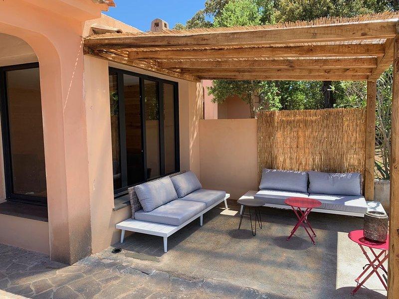 Villa de 120 m2 avec piscine privée, 4 chambres, située entre mer et montagne, holiday rental in Zonza