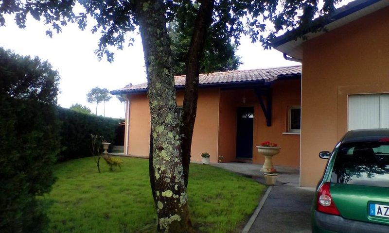 Jolie maison au coeur d'un petit village Landais, casa vacanza a Onesse-et-Laharie
