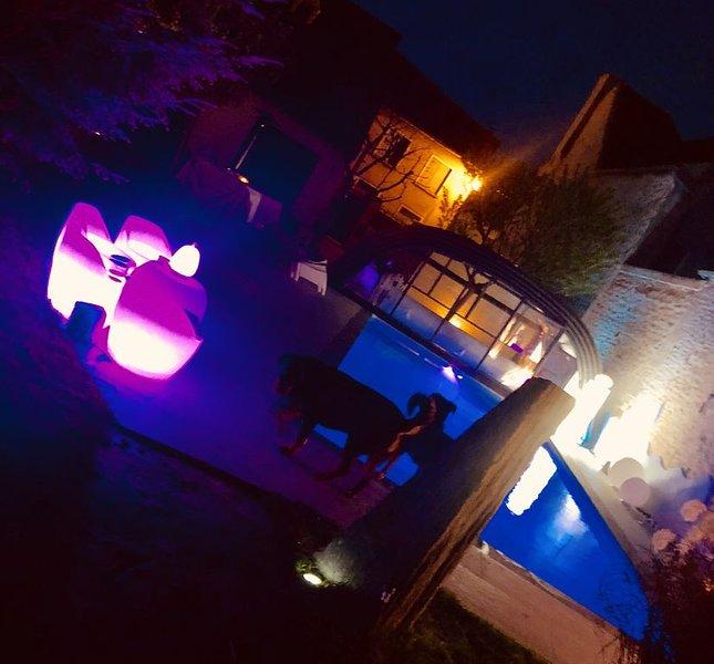 Maison très haut de gamme prestations luxes piscine chauffée salle de sport, aluguéis de temporada em Vermenton