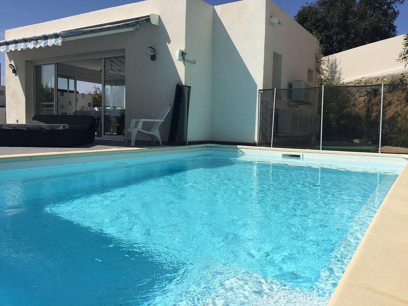 Villa sur la Rte des Sangunairés avec piscine privative., aluguéis de temporada em Ajaccio