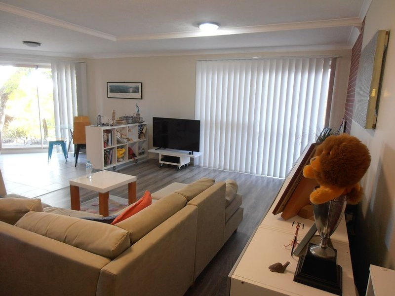 VILY Place - comfy, convinient, private and very clean, holiday rental in Springwood