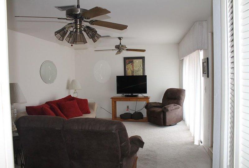3 bedroom, 2.5 bath townhome in the Iona/McGregor neighborhood, location de vacances à Biggar