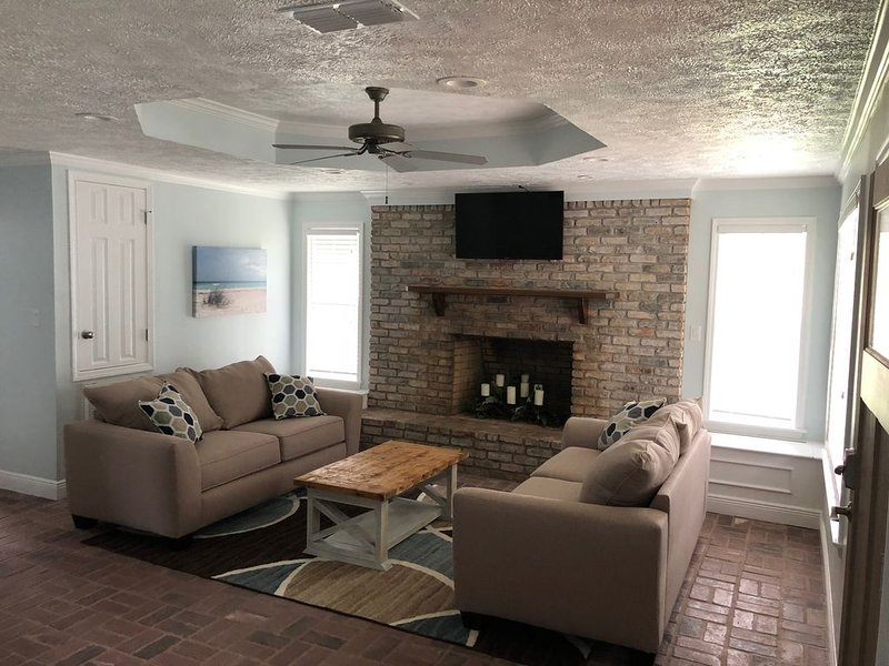 BSL Living, 2 Bedroom, 1 Bath   ***SNOW BIRDS WELCOME***, alquiler vacacional en Bay Saint Louis