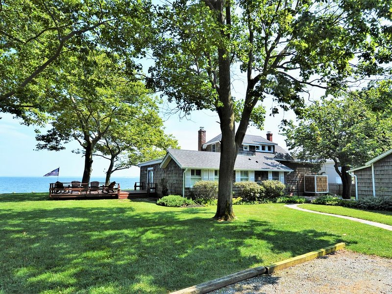 Peconic Bay Private Beachfront Escape, holiday rental in Laurel