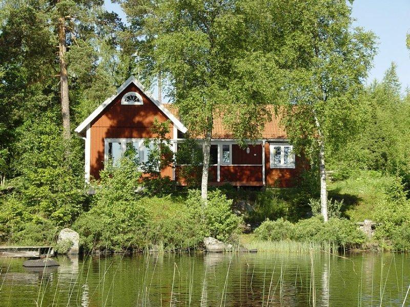Traumhaftes Schwedenhaus mit Alleinlage auf Seegrundstück (nur 10m zum See) – semesterbostad i Grimslöv