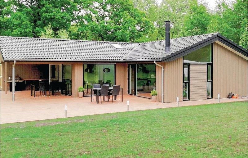 5 Zimmer Unterkunft in Glesborg, holiday rental in Grenaa