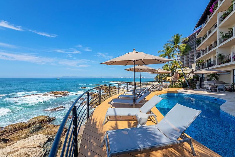 PRIVATE ROMANTIC OCEAN FRONT LUXURY, alquiler de vacaciones en Puerto Vallarta