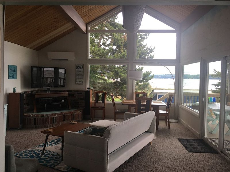 The Beach Loft on the north shore of the Hood Canal., alquiler de vacaciones en Lilliwaup