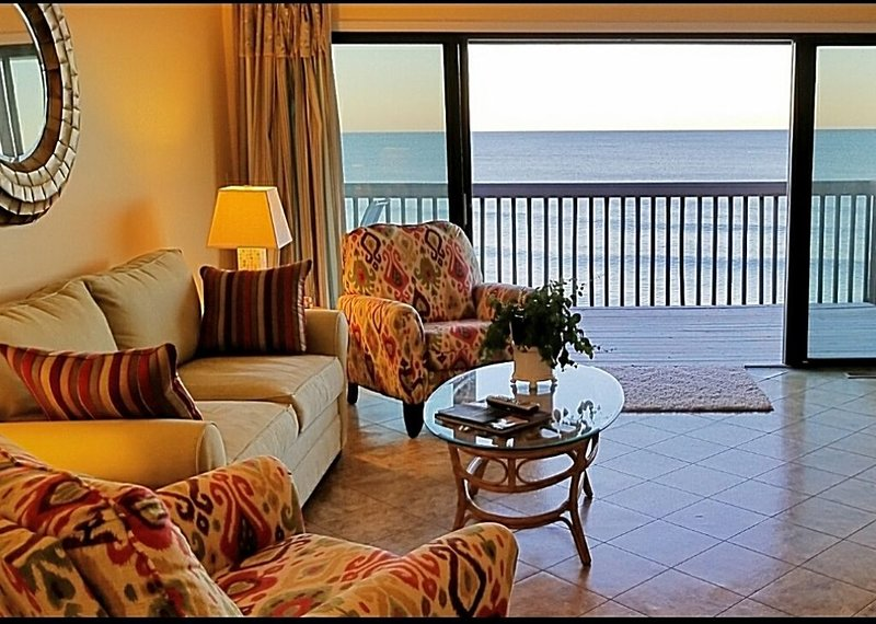 Beautiful oceanfront 2 bedroom, 2 bath condo  with elevator, pool and huge deck., vacation rental in Carolina Beach