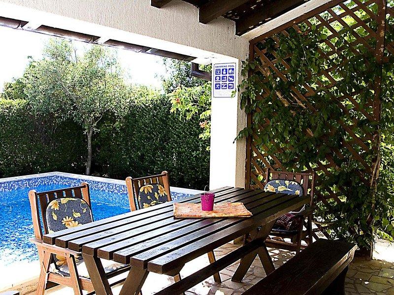 Klimatisiertes 110 mq Ferienhaus in ruhiger Lage und nah am Meer, location de vacances à Medulin